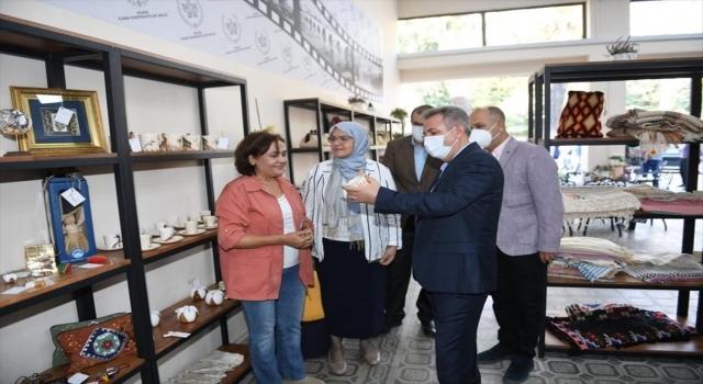 Adana Valisi Elban, el emeği ürünlerin satıldığı mağazayı ziyaret etti