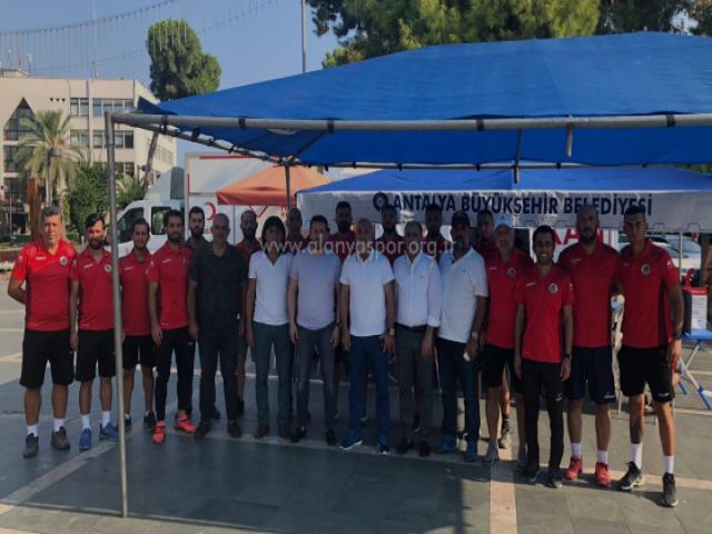 Alanyaspor Takımı'ndan Lösemiye Yakalanan Köseoğlu'na Bağış Desteği
