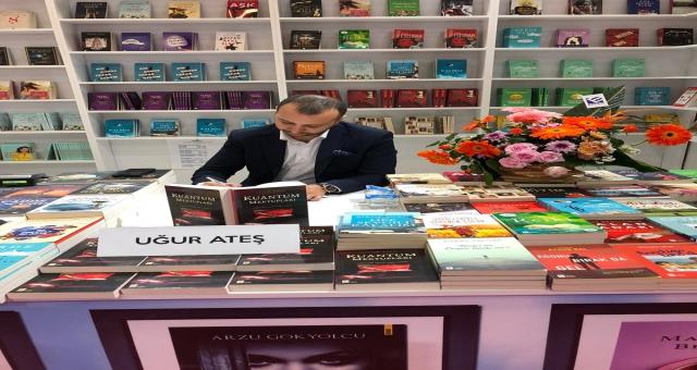 Uğur Ateş 38. Uluslararası İstanbul Kitap Fuar'ında Okuyucuları İle Buluştu!