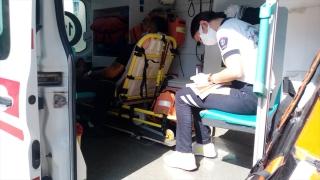 Adana'da iki otomobilin çarpışması sonucu 6 kişi yaralı