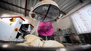 Mersin'de kadınların ürettiği yöresel ekmekler satışa sunuldu