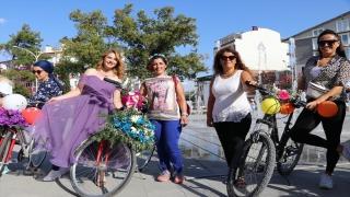 """Burdur'da """"Süslü Kadınlar Bisiklet Turu""""nda renkli görüntüler oluştu"""