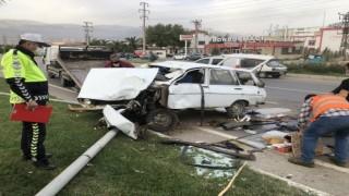Araç Kontrolünü Kaybetti Direğe Çarptı İki Yaralı